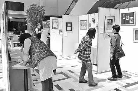 特別支援学校生の絵画や陶芸作品展