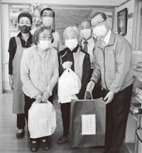 3クラブ合同でマスクを寄贈